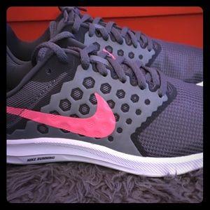 Nike downshifter sneaker size 9 new in box grey
